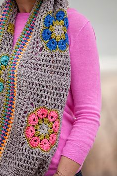 Garden Party Cowl, free pattern by Plucky Knitter Design. Would make a lovely blanket.. A combination of African Flower and Granny square.