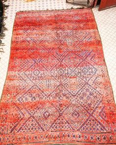 Gorgeous carpet beni'mguild wool by wool soft good condition with gorgeous pattern from middle atlass montains handmade popular kind of for sell more infor : salim_yoki@hotmail.com