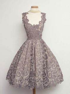 Hot-selling Scoop Sleeveless Knee-Length Grey Lace Homecoming/Party Dress