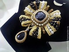 Glam for a big night out. Beaded Brooch, Beaded Earrings, Beaded Jewelry Designs, Handmade Jewelry, Lesage, Baubles And Beads, Seed Bead Necklace, Bead Art, Bead Weaving
