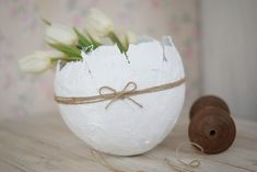White tulips in a paper mache bowl made with a balloon. Fun Crafts, Diy And Crafts, Paper Mache Bowls, Craft Party, Spring Crafts, Happy Easter, Diy For Kids, Place Card Holders, White Tulips