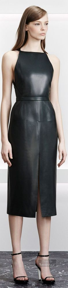 Stunning Dramatic dress. This shape could be replicated easily with the right separates. http://www.vogue.com/fashion-shows