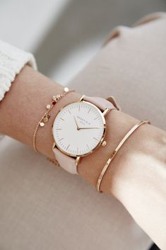 Yes please for rose gold details and the always sweet bowery in .- Ja bitte um roségoldene Details und die immer süße Bowery in Pink! 💕 Frei … Yes please for rose gold details and the always sweet bowery in pink! Trendy Watches, Cute Watches, Elegant Watches, Beautiful Watches, Woman Watches, Cheap Watches, Luxury Watches Women, Stylish Watches For Girls, Ladies Watches