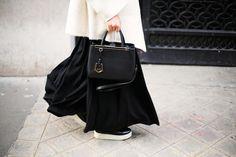 Dos sencillas iniciales grabadas en un bolso de Fendi: es la mejor imagen para explicar qué es el lujo hoy.