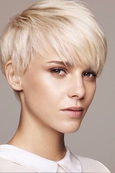 Stylish Pixie Haircuts Every Women Should See. We collect really attractive modern blonde pixie cuts, layered long bangs pixies, thick hair styles Grey Hair Dye, Grey Wig, Blonde Pixie Cuts, Short Hair Cuts, Blonde Pixie Haircut, Blonde Pixie Hairstyles, Cut Hairstyles, Simple Hairstyles, Pixie Cut Bangs