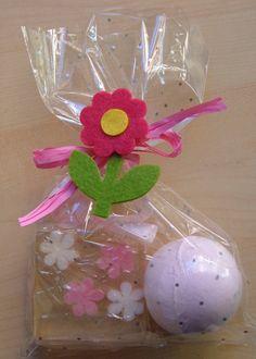 Set bao con jabon y bola de sal decorado con flor