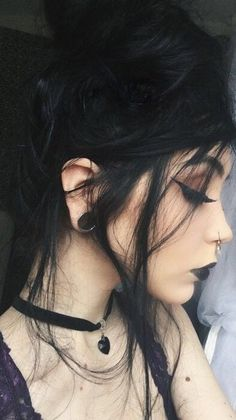 It's time to consider your Halloween costumes for the events! What coiffure will you model to pair your Halloween look? Goth Beauty, Dark Beauty, Beauty Makeup, Makeup Art, Goth Makeup, Dark Makeup, Estilo Dark, Halloween Look, Makeup Goals