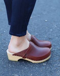 Brand new clogs worn barefoot of course. Clogs Outfit, Clogs Shoes, Shoes Heels, Legging Outfits, Swedish Clogs, Clog Boots, Wooden Clogs, Wooden Sandals, Clarks
