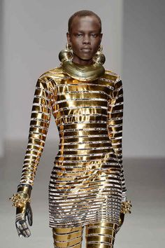 Futuristic meets Ancient Egypt for Gold Fashion, Punk Fashion, Fashion Art, Fashion Show, Fashion Design, Fashion Trends, Ancient Egypt Fashion, Egyptian Fashion, Ancient Egypt Clothing