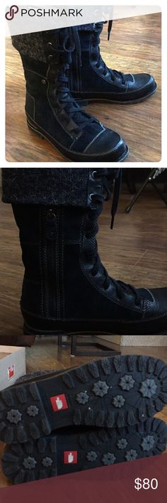 North Face Insulated Boots Cute and functional! Primaloft insulation and very warm. Hardly worn. Wear folded down or full length. Comes with extra laces for that purpose. North Face Shoes Combat & Moto Boots