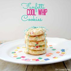 Funfetti Cool Whip Cookies - Girl Loves Glam Ingredients 1 Box Funfetti cake mix 2 Eggs 1 Container of Cool Whip oz) cup of powered sugar for rolling Cool Whip Cookies, Cake Mix Cookies, Yummy Cookies, Cookies Et Biscuits, Cupcakes, Cake Pops, Sugar Cookies, Oreo Cookie Bar, Cookie Desserts