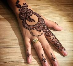 Mehndi henna designs are searchable by Pakistani women and girls.Women, girls and also kids apply henna on their hands, feet and also on neck to look more gorgeous and traditional. Simple Arabic Mehndi Designs, Henna Art Designs, Mehndi Designs For Girls, Mehndi Designs For Beginners, Mehndi Designs 2018, Modern Mehndi Designs, Mehndi Designs For Fingers, Mehndi Design Photos, Mehndi Simple