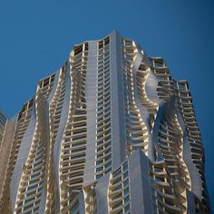 Residential skyscraper by Frank Gehry in NYC. Like it, but I think I like the Chicago Aqua building a bit more.