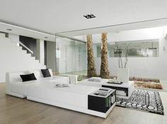 Salon de réception d'appoint face au patio de cette villa de luxe