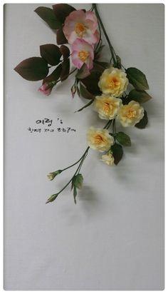 조화공예(아트플라워) 사범과정 넝쿨장미 Rosa setigera of art flower crafted http://blog.naver.com/koreapaperart  #조화공예 #종이꽃 #페이퍼플라워 #한지꽃 #아트플라워 #조화 #조화인테리어 #인테리어조화 #인테리어소품 #주문제작 #수강문의 #광고소품 #촬영소품 #디스플레이 #artflower #koreanpaperart #hanjiflower #paperflowers #craft #paperart #handmade #넝쿨장미 #rose