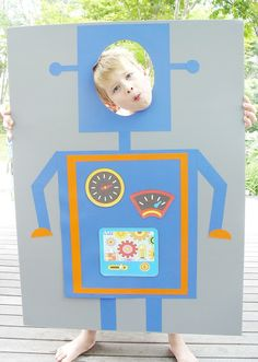 ETINCELLE CREATIVE STUDIO: A Fantastic Robot Birthday Party - Robot photo booth. How fun!