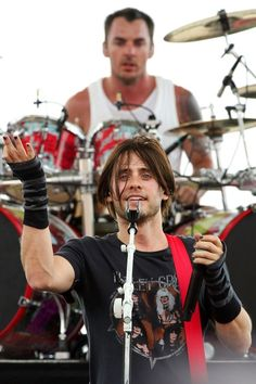 3 of my fave things. Jared, Shannon and a Motley Crüe tshirt. ♥♥