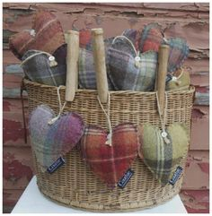Tweed Hearts scented with lavender - perfect for Mother's Day! Sewing Crafts, Sewing Projects, Craft Projects, Diy Crafts, Lavender Bags, Lavender Sachets, Lavender Crafts, Craft Stalls, Fabric Hearts