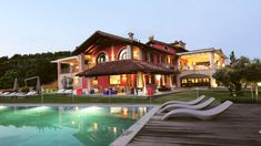 Infos und Beschreibung: Bed and Breakfast in der Nähe von Cuneo in Piemonte, Guarene, Casalora Camere di Charme Bed & Breakfast, Mansions, House Styles, Home Decor, Glamour, Restored Farmhouse, Spacious Living Room, Reading Room, Conference Room
