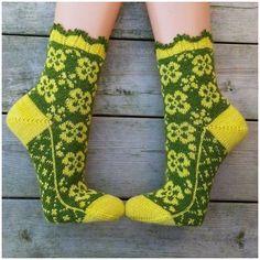 Ravelry: Buttercup (Smörblomma) pattern by JennyPenny Knitted Slippers, Wool Socks, My Socks, Knitting Socks, Love Knitting Patterns, Crochet Socks Pattern, How To Make Socks, Diy Crafts Knitting, Patterned Socks