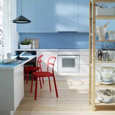 IKEA Österreich, Inspiration, Küche, blau, Tür RUBRIK, Schubladenfront APPLÅD, Regal IVAR, Arbeitsplatte NUMERÄR, Stuhl REIDAR