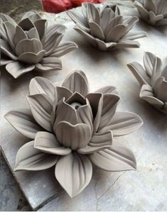 Lotus King : Ceramic figurine / Ceramics Projects, Clay Projects, Clay Crafts, Pottery Sculpture, Sculpture Clay, Lotus Sculpture, Sculpture Ideas, Clay Flowers, Ceramic Flowers