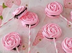 Meringue Rose Pops are beautiful rose-shaped and rose-flavored meringues, sandwiched with chocolate. They& the perfect romantic candy! Pink Food Coloring, Meringue Recept, Partys, Candy Recipes, Pavlova, Cake Pops, Truffles, Cookies Et Biscuits, Tea Party