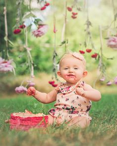 When Blake's Mom asked me for ideas for her cake smash, I couldn't wait to create a hanging floral wall that I had dreamed up. I think it came out adorable and that tied in with the pink ruffled cake and floral romper... Obsessed! Blake you are too adorable for words and those big blue e