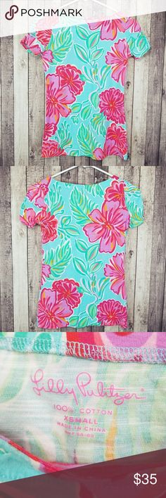 """Lilly Pulitzer shorely blue Bellina Lana top Like new Lilly Pulitzer Lana printed top in shorely blue Bellina. Boatneck. Ruched sleeves. 100% cotton. Lay flat measurements: 14.5"""" pit to pit, 24"""" long. Lilly Pulitzer Tops Tees - Short Sleeve"""