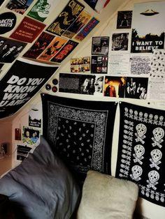 Room Design Bedroom, Room Ideas Bedroom, Bedroom Decor, Punk Rock Bedroom, Grunge Bedroom, Chill Room, Retro Room, Bedroom Posters, Indie Room