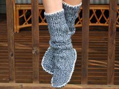 そろそろ衣替えの季節。デザインが古くなったり、サイズが変わった、毛玉ができたなどでもう着られないセーターはありませんか?簡単なDIYで、秋冬らしい模様替えに役立つインテリア小物が作れるようです。