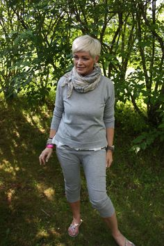 Mathildes verden: juni 2013 Mature Fashion, Over 50 Womens Fashion, Fashion Over 50, Timeless Fashion, Trendy Fashion, Girl Fashion, Spring Fashion, Fashion Beauty, Sport Chic