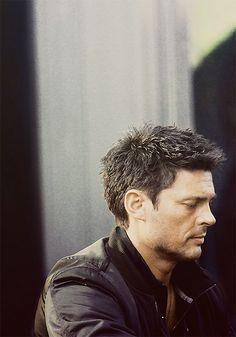 Almost Human - Karl Urban.
