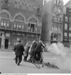 Aanhouding van Duitse militair op het Rokin, Amsterdam (1945)