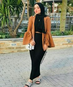 Trendy Winter Outfits To Help To Level Up Your Winter Style – Wass Sell – Hijab Fashion 2020 Hijab Fashion Summer, Modern Hijab Fashion, Muslim Women Fashion, Dress Fashion, Fashion Outfits, Hijab Outfit, Hijab Mode Inspiration, Abaya Mode, Hijab Stile