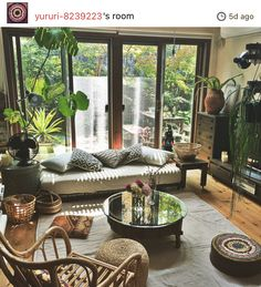 40 The 5 Minute Rule For Living Rooms Balinese Interior Design 373 Dizzyhome. Boho Living Room, Living Room Colors, Living Room Modern, Living Room Decor, Day Bed Living Room, Japanese Living Rooms, Interior Design Living Room Warm, Home Interior Design, Living Room Designs
