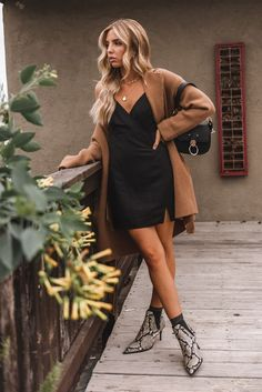 Snake Skin Shoe Outfits Holiday Outfit Ideas Knit Cardigan LBD Source by stylereportmag ideas botines Winter Boots Outfits, Fall Outfits, Cute Outfits, Fashion Mode, Fashion Outfits, Snake Skin Shoes, Snake Boots, Booties Outfit, Minimal Outfit