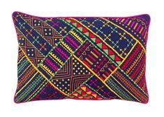 He encontrado este interesante anuncio de Etsy en https://www.etsy.com/es/listing/181718456/tribal-dark-blue-pillow-embroidered-and