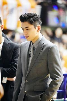 Darren Wang, Korean Drama Movies, Instagram Story, Falling In Love, Kdrama, First Love, Boyfriend, It Cast, Suit Jacket