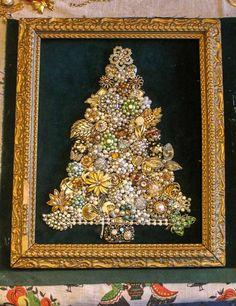 Costume Jewelry Crafts, Vintage Jewelry Crafts, Vintage Costume Jewelry, Vintage Costumes, Jewelry Christmas Tree, Jewelry Tree, Old Jewelry, Antique Jewelry, Christmas Trees