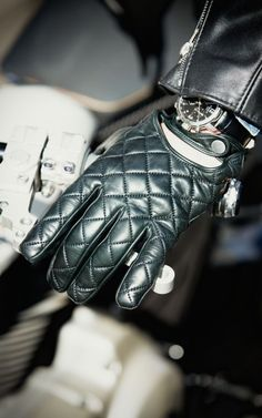 Not Langlitz! But they'd go great with #LanglitzLeather! By Christophe Fenwick Goodwood S gloves 4H10.com #LeatherGloves #Langlitz