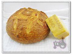 Parmesan sourdough bread http://thekitchenismyshrink.blogspot.ca/2012/05/cheese-bread.html