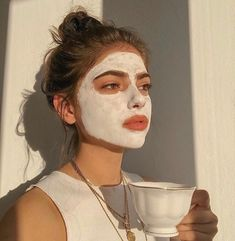 skin face skin no makeup skin requires commitment skin secrets skin tips Aesthetic Photo, Aesthetic Girl, Aesthetic Pictures, Beige Aesthetic, Aesthetic Design, Shotting Photo, Photographie Portrait Inspiration, Insta Photo Ideas, Beauty Skin