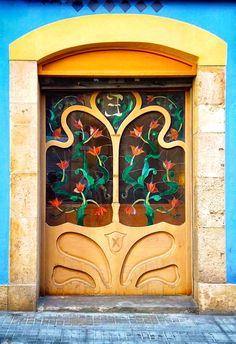 fun and colorful, so inviting Cool Doors, Unique Doors, The Doors, Windows And Doors, Door Entryway, Entrance Doors, Doorway, Knobs And Knockers, Door Knobs