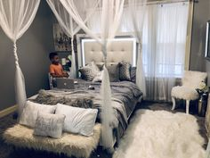 Bedroom Inspo Grey, Bedroom Ideas, Velvet Curtains, Guest Bedrooms, Pattern Mixing, House Styles, Furniture, Home Decor, Guest Rooms