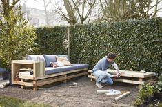De leukste tuinmeubels maak je zelf! Kies voor een designerstoel, schommelstoel of maak een heerlijke loungebank van pallets.