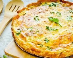 Lightweight tuna quiche: Tasty and balanced Fork & Bikini Calories per serving: 137 kcal 4 eggs 20 cl light fresh cream 100 g lightly grated gruyere 1 tuna box natural salt, pepper Tuna Recipes, Quiche Recipes, Cooking Recipes, Healthy Recipes, Quiche Lorraine, Quiches, Savoury Dishes, Light Recipes, Diet And Nutrition