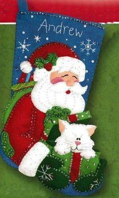 noel y gato - Isabel Merida - Picasa Web Album Felt Stocking Kit, Stocking Tree, Christmas Pictures, Christmas Crafts, Christmas Decorations, Christmas Ornaments, Felt Christmas Stockings, Felt Ornaments, Felt Crafts