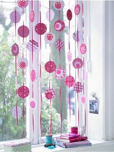 Welcome Spring: Perfect inspiration ideas to bring Spring in your house Decor Crafts, Fun Crafts, Make Do And Mend, Thrift Store Crafts, Idee Diy, Welcome Spring, Window Art, Wedding Paper, Christmas Inspiration