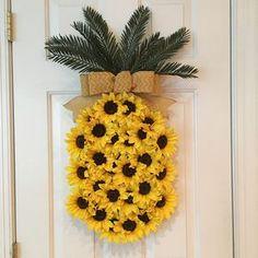 Hawaiian wreath - pineapple sunflower wreath pineapple wreath spring wreath summer wreath fruit wreath aloha wreath welcome wreath hawaiian wreath Crafts To Do, Arts And Crafts, Beautiful Symbols, Sunflower Wreaths, Floral Wreaths, Diy Décoration, Crafty Craft, Crafting, Summer Wreath